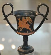 Apulian red-figure Kantharos by the Paidagogos Group Antikensammlung Kiel B 563 (1).jpg