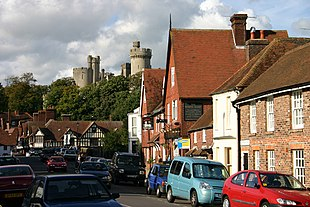 "Town overlooked by <a href=""http://search.lycos.com/web/?_z=0&q=%22Arundel%20Castle%22"">castle</a>"