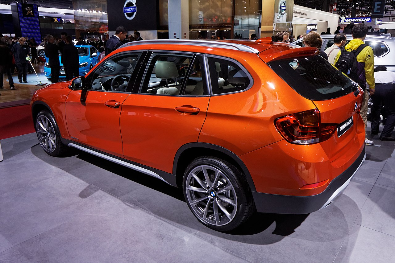 file bmw x1 sdrive 16d mondial de l 39 automobile de paris 2012 wikimedia commons. Black Bedroom Furniture Sets. Home Design Ideas