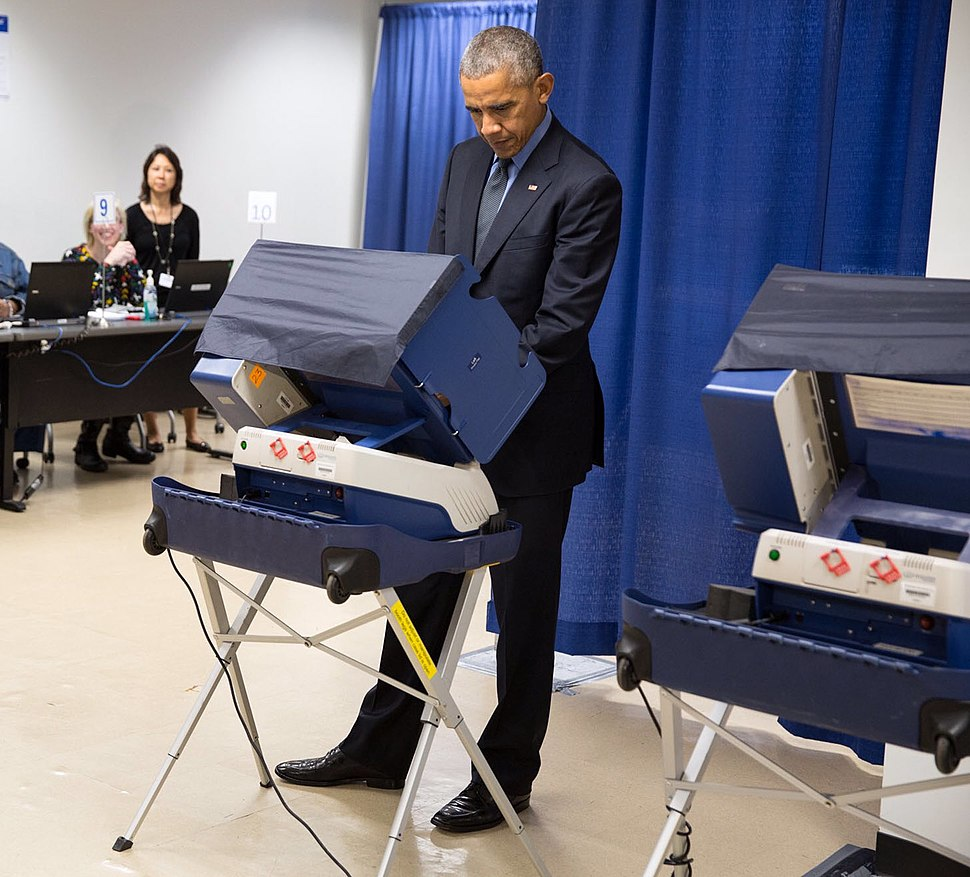 Barack Obama casts an early vote in the 2016 election (cropped)