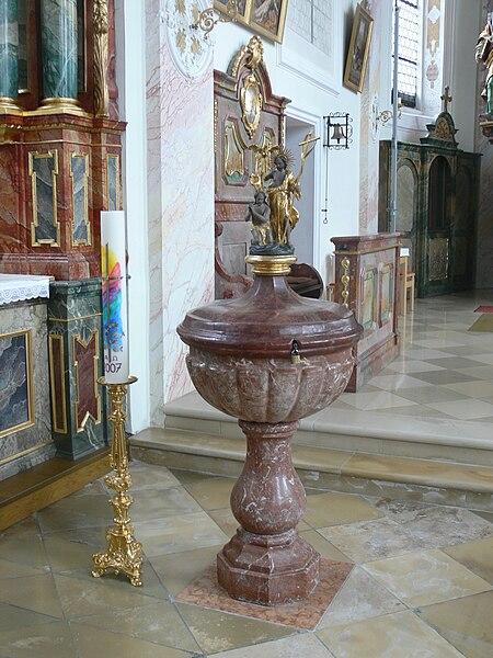File:Benningen Pfarrkirche Taufstein.jpg