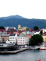 Die Stadt von der anderen Seite des Hansaviertels Bryggen aus gesehen