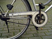 200px-Bike_chain_guard_part