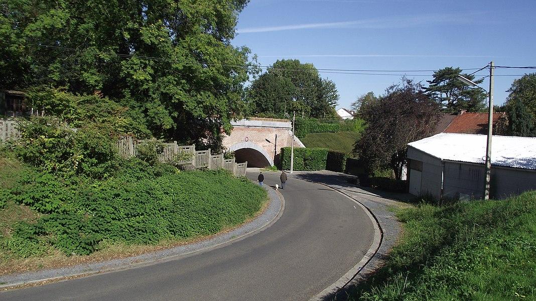 Vroegere onderdoorgang van de buurtspoorweg onder de spoorlijn 108 in Binche