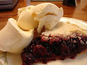 Blackberry pie - Image: Blackberry pie and ice cream, 2006
