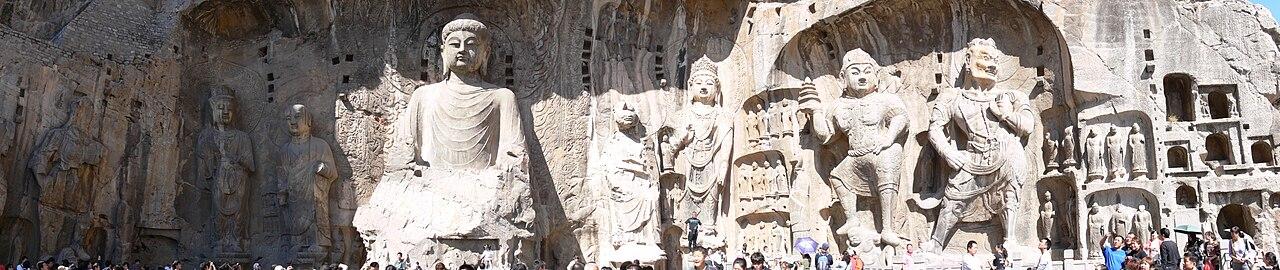 1280px-Boddhisatvas_in_Longmen_Grottoes.