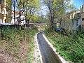 Botič, mezi ulicemi Na ostrůvku a Otakarova, z Bělehradské.jpg