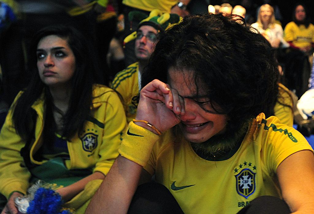 Fanovi i navijači - foto reakcije - Page 3 1024px-Brazil_fans_in_Johannesburg_react_to_Brazil%27s_loss_to_Holland_in_World_Cup_quarterfinals_2010-07-02_1