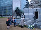 Brussels-boy-scouts-at-a-war-monument-E0167