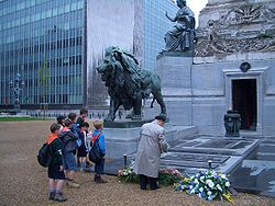 Brussels-boy-scouts-at-a-war-monument-E0167.jpg
