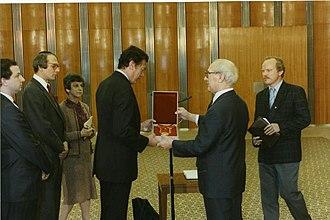 Star of People's Friendship - Image: Bundesarchiv Bild 183 1988 1017 415, Bronfman Besuch, Berlin