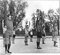 Bundesarchiv Bild 183-64354-0001, BSG Motor-Süd Fußballspieler proben Festübung.jpg