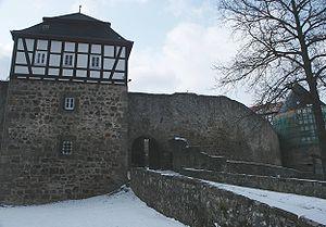 Kommandantenturm mit Eingang zur Vorburg