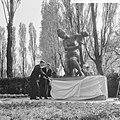 Burgemeester Thomassen onthult beeld voor de Rotterdammers die zijn gevallen bij, Bestanddeelnr 917-7894.jpg