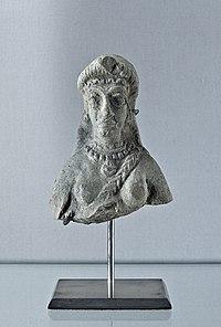 Buste femme nue Iran Suse Louvre Sb 17851.jpg