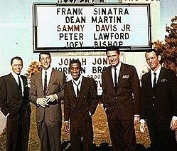 Le Rat Pack au Casino Cal-Neva.  De gauche à droite: Frank Sinatra, Dean Martin, Sammy Davis Jr., Peter Lawford et Joey Bishop.