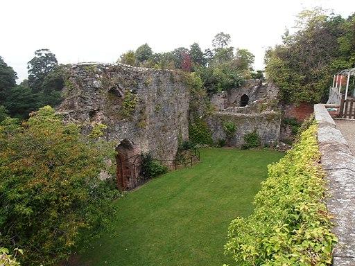 Castell Rhuthun - adfeilion y goresgynwyr (wel o lia fe drion nhw) 27