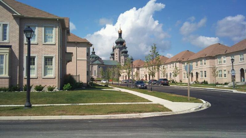 File:Cathedraltown Markham Streetscape.jpg