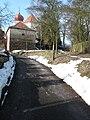 Cesta ke kostelu sv. Martina a kostnice v Kostelních Střimelicích (002).JPG