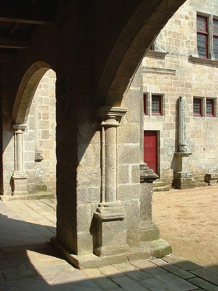 Cour intérieure. Corrèze 2007.