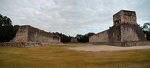 Chichen-Itza-Ballcourt-Panorama-2010