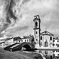 Chiesa e ponte del Carmine in bianco e nero.jpg