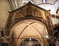 Ciborio di sant'ambrogio, con stucchi del IX secolo, scolastica tra due devote 01.jpg