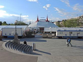 Sechseläutenplatz, Zürich - Circus Knie as seen from Opernhaus towards Bellueveplatz