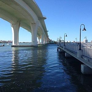 Clearwater Memorial Causeway - Image: Clearwater Memorial Causeway main span 3Nov 2017 (2)