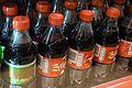 Coca Cola-flasker i et kjøleskap.jpg