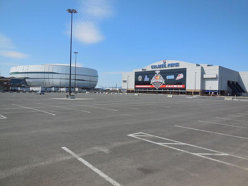 File:Colisée Pepsi et Centre Vidéotron.JPG