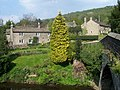 Cottages by the Derwent at Froggatt - geograph.org.uk - 1428125.jpg