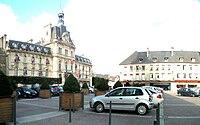 L'hôtel de ville et le parvis de la cathédrale.