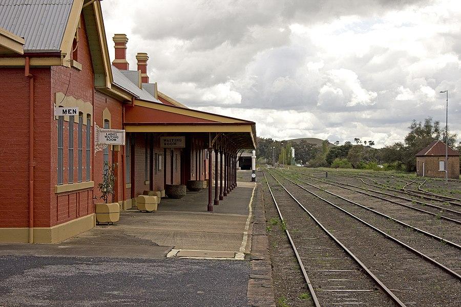 Cowra railway station
