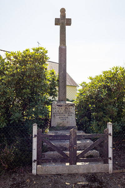 Français:  Croix de chemin à Chasseguey (France).