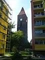 Czteropiętrowce i XV-wieczna dzwonnica... - panoramio.jpg