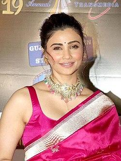 Daisy Shah, 19th Transmedia Gujarati Screen and Stage Awards 2020 (01).jpg