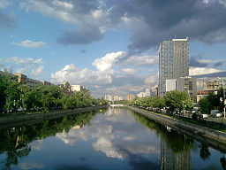 Dambovita near Ciurel Bridge in Bucharest.jpg