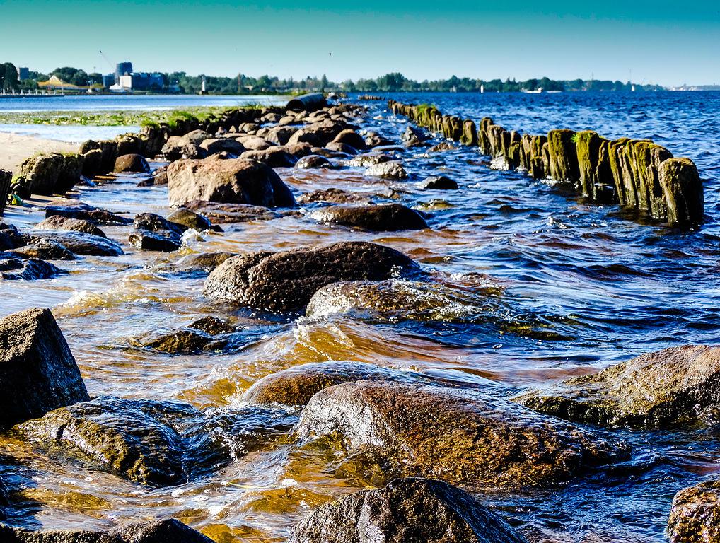 Fleuve Daugava et rochers près de Riga - photo de YuJeen.