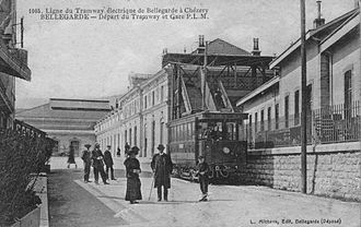 Gare de Bellegarde-sur-Valserine - Façade in the early 20th century. In the foreground, a motor car of the Bellegarde-Chézery tram. Bellegarde was a terminus for this line which operated from 1912 to 1937.