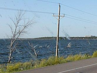Devils Lake (North Dakota) - Partially submerged trees in 2002