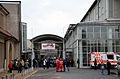 Die!!! Weihnachtsfeier 2013, 013 Lange vor dem offiziellen Einlass herrschte großer Andrang vor dem Eingang zur Glashalle und zur Eilenriedehalle vom Hannover Congress Centrum (HCC).jpg