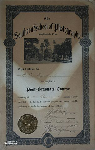 Diploma By Aurelio Escobar Castellanos (Aurelio Escobar Castellanos Archive) [CC BY 2.5  (https://creativecommons.org/licenses/by/2.5)], via Wikimedia Commons