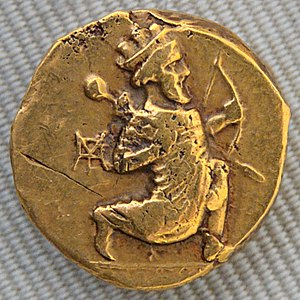 Coronations in antiquity - Double daric of Artaxerxes II, Babylonia, 4th century BC: the Persian king running, holding a bow.