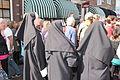 Drie verklede nonnen in donkere kleding 1 april feest Brielle.JPG
