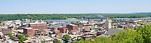 Dubuque IA from 4th Street Elevator.jpg