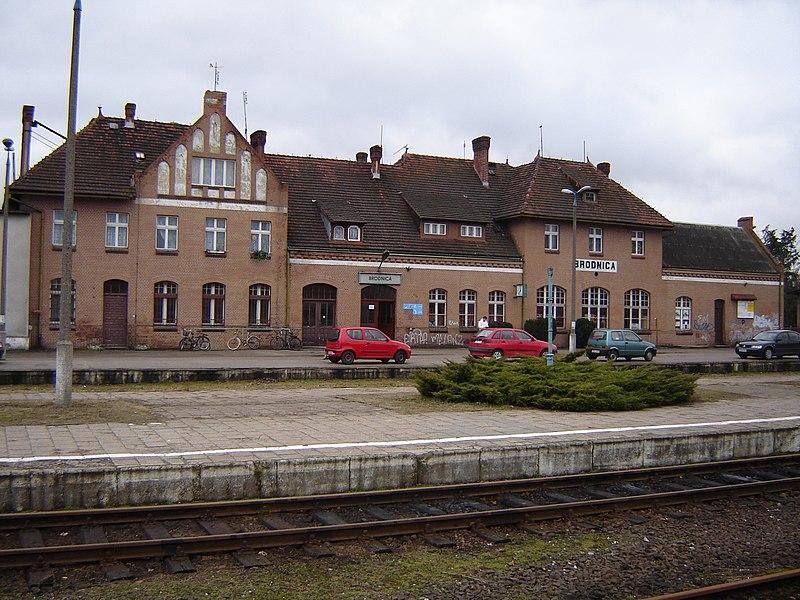 File:Dworzec w Brodnicy 1.JPG
