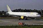 EC-KMI A320 Vueling OPO.jpg
