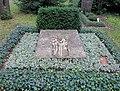 Ehrengrab Potsdamer Chaussee 75 (Niko) Karl Hartung.jpg