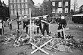 El Salvador kruisen voor VS-consulaat in Amsterdam verwijderd door gemeente Mob, Bestanddeelnr 932-1531.jpg
